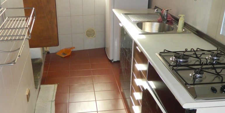 2.Laveno bilocale affitto angolo cucina