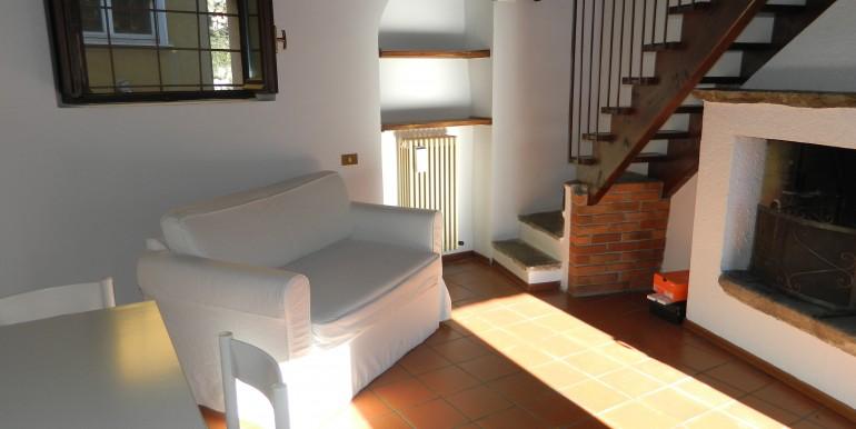 3a.Laveno bilocale affitto soggiorno