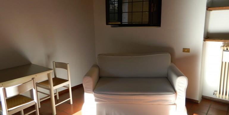 3c. Laveno bilocale affitto soggiorno
