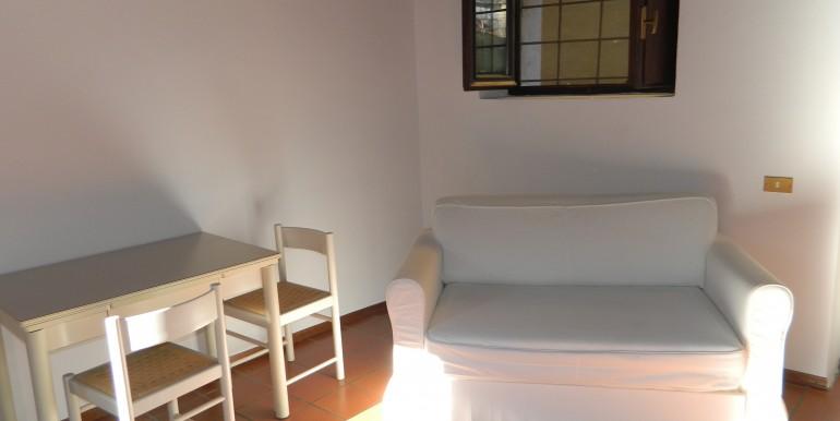 3d.Laveno bilocale affitto soggiorno