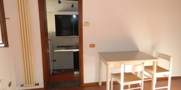 3f.Laveno bilocale affitto soggiorno