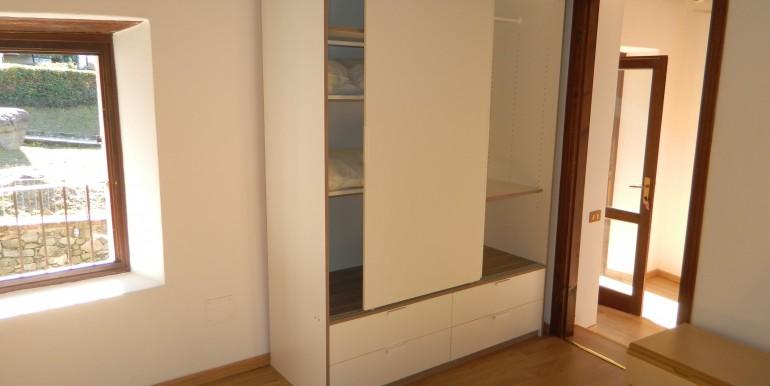 5b.Laveno bilocale affitto camera