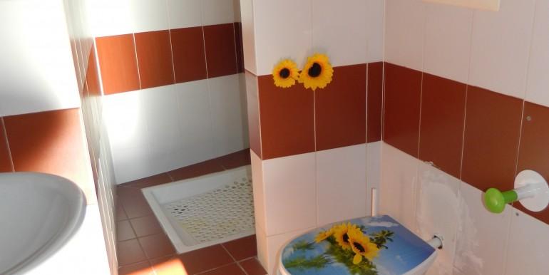 6.Laveno bilocale affitto bagno